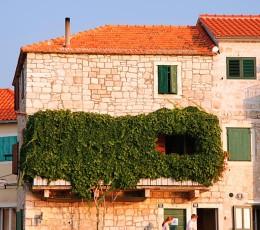 Charming balcony in Postira