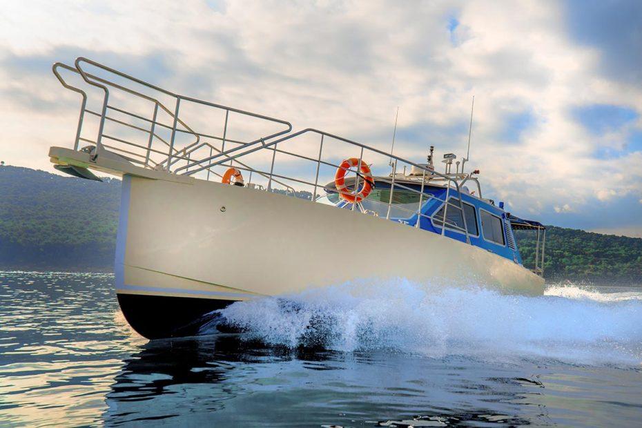 sideviewofsugamantoursspeedboat