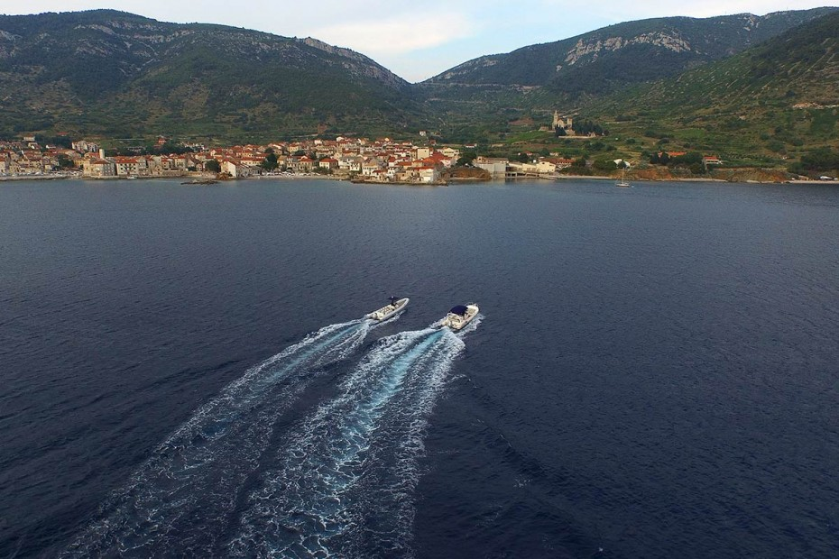 Maestral and Lolivul Speedboat in front of Komiza