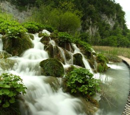 WoodenTrailsThroughPlitviceNationalParkTourfromSplit