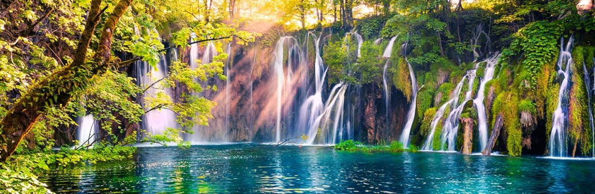 magnificent-waterfalls-on-plitvice-lakes-upper-lakes-plitvice-tour