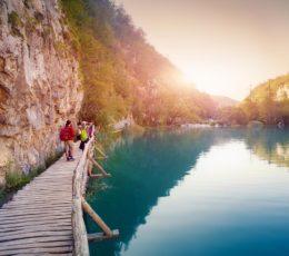trailleadingtothegreatwaterfall-lowerlakes-plitvicenationalpark