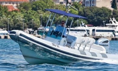 frontviewofSugamanspeedboat-lolivul
