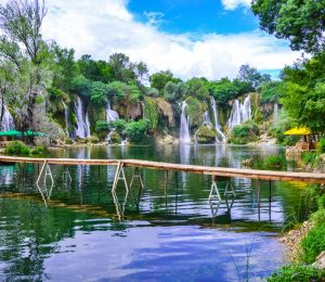 walking trails over lakes-Kravice