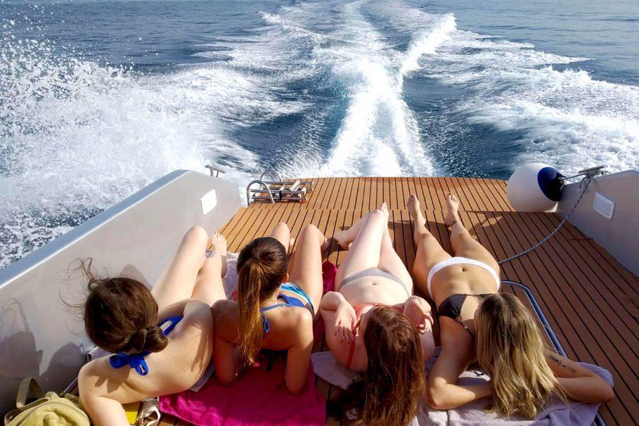 relaxing-on-speedboat