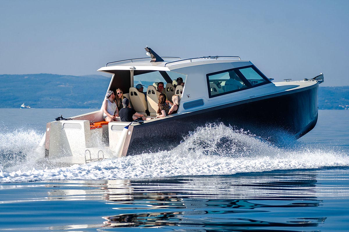 comfortable speedboat ride from Split
