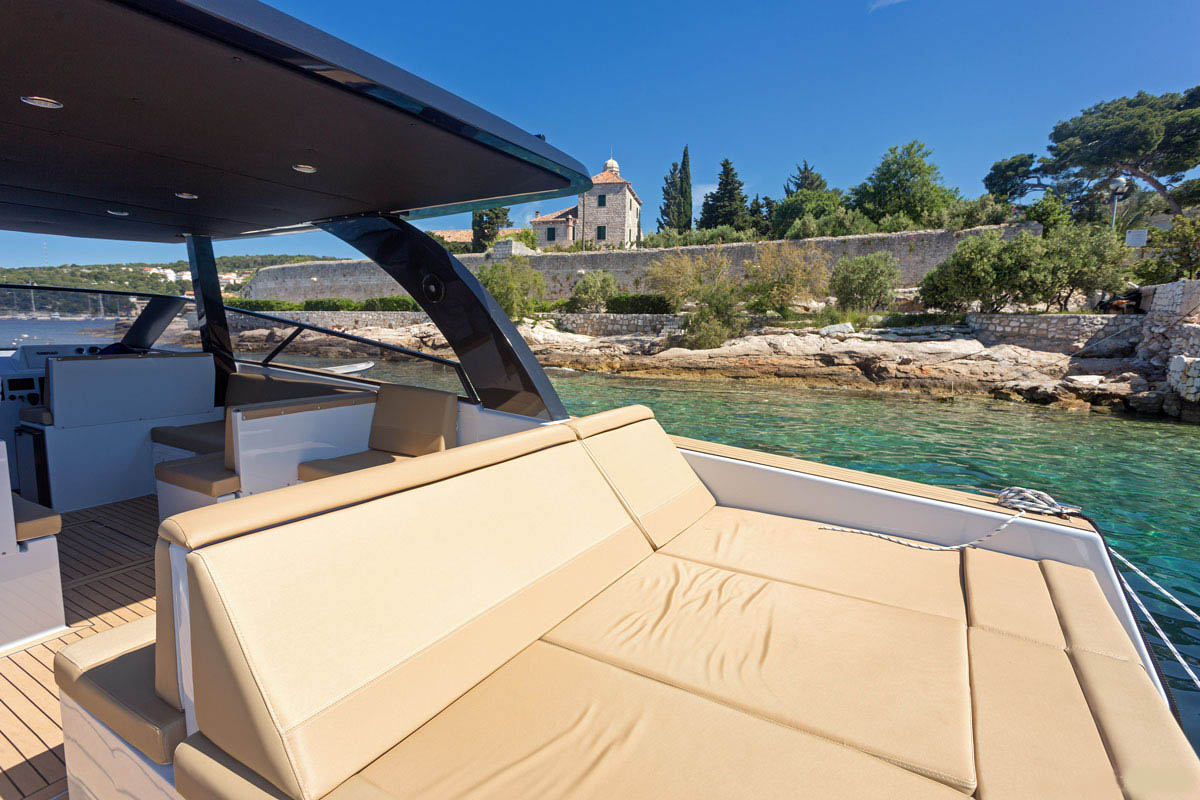 sunbed Sugaman speedboat-boat tours Split